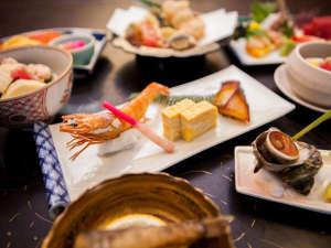 割烹旅館 琴水:夕食一例:季節の旬の素材を使用した会席料理をお楽しみ頂けます。