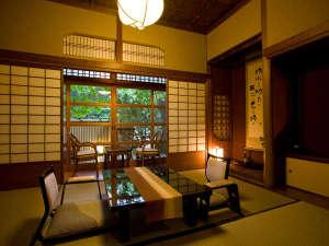 名泉鍵湯 奥津荘:樹齢850年の大銀杏の横にある、一棟建ての専用露天風呂付き離れ【清間亭】