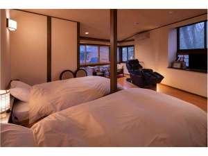 名泉鍵湯 奥津荘:部屋の窓からは清流吉井川が見下ろせ、最高の癒しを感じることが出来るお部屋です。