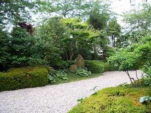 ホテル 広島ガーデンパレス:緑に囲まれたくつろぎの空間。