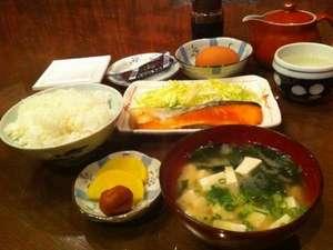 ビジネスホテルルピナス:おかあさんの手作り和朝食♪朝ごはんはチェックインの際に和食か洋食をお選びください。