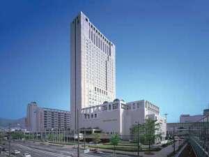 客室は全室30平米以上・14階以上の高層シティホテル(高さ132m)