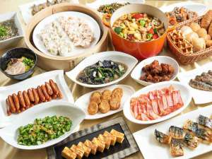 豚骨ラーメンや水炊きも!!九州の味覚が種類豊富な和洋バイキングの朝食です。