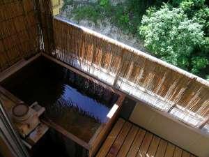 四季彩の宿 ふる里:【別館露天風呂付客室】新緑の露天風呂