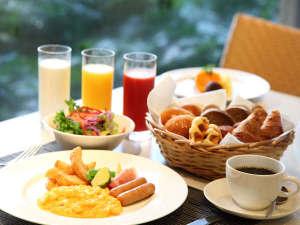 Crowne Cafe 朝食☆(メニューは約100種類の和洋ビュッフェです)
