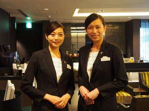 ANAクラウンプラザホテル福岡:スタッフが笑顔でお客様をお迎えします。