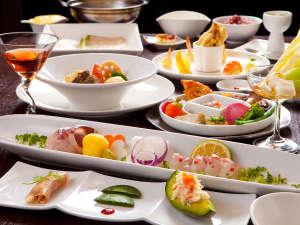美容・美肌・健康 小宿 ーYAMADAYAー:夕食 70品目の食材を目にも心も喜ぶ食事