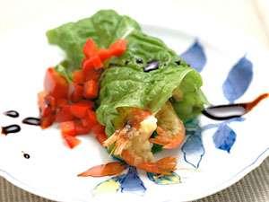 小さな宿 馬刺しと真心の料理自慢の宿 梅月:諏訪湖でとれた手長海老はバルサミコソースで。今では禁漁が続き、滅多には手に入りません。