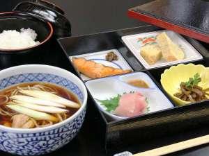 小さな宿 馬刺しと真心の料理自慢の宿 梅月:朝食全体の一例。