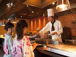 大江戸温泉物語 城崎温泉 きのさき:【夕食】ライブキッチンでご提供する出来立てステーキが大人気♪