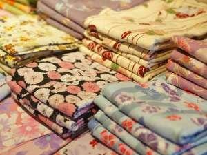女性用の色浴衣は色とりどりの浴衣をサイズごとにご用意しております!