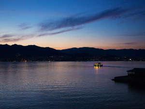 """当館目の前に広がる、なんとも""""穏やかな""""瀬戸内海。グラデ―ションがかった空のあまりの綺麗さに魅了―。"""
