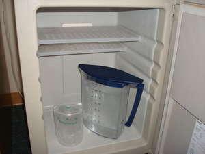 ビジネスホテル たかまど:お部屋にはおいしいお水をご用意しています。