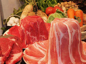 ゆめぐり温泉の宿 らすかる・ダイアナ(文豪の宿会):お肉のタワー!?食べ放題だから、お腹いっぱい食べられます♪