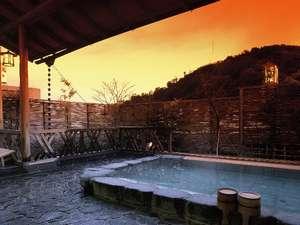 熱海温泉 旅館 立花:空が色づく絶妙な時間は、良質の温泉に身を委ね、心もほぐれる至福のひととき。