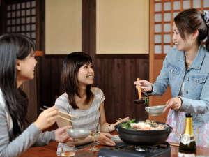 貸別荘&コテージ オール・リゾート・サービス:あったかいお鍋を囲んで、みんなで楽しく盛り上がろう!