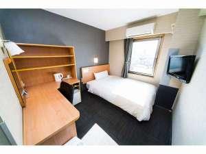 スーパーホテル南彦根駅前:140cmのセミダブルベッド全客室に完備