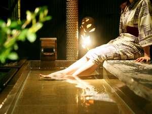 伊豆長岡温泉 ホテル天坊:夜の足湯でしっとり静かに