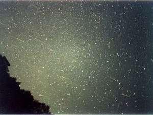 八ヶ岳 富士見高原 ペンション いる・える:しし座流星群 (2001.11.19 オーナー撮影)