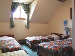 八ヶ岳 富士見高原 ペンション いる・える:ご家族用のお部屋ベッド4つまでご用意できます