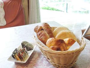 八ヶ岳 富士見高原 ペンション いる・える:*【食事/朝食一例】朝食をパン食です。数種類のパンをご用意しております。