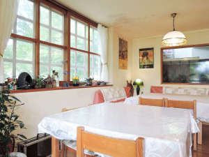 八ヶ岳 富士見高原 ペンション いる・える:*【施設/食堂】食事は全て手作り!メニューも日替わりで好評をいただいております。