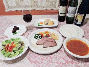 *【食事/夕食一例】夕食のメニューは手作りコースをご用意!メニューも日替わりでお楽しみいただけます。
