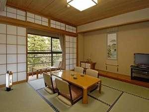 榊原温泉 神湯館:風格のある落ち着いた趣の和室