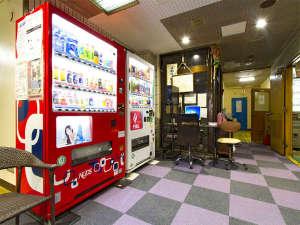 ビジネスホテル和香:当ホテルロビーですお客様用PC自販機など。