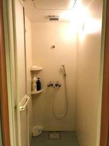ビジネスホテル和香:シャワールーム(男性用2基・女性用2基)24時間ご利用可能です。