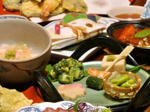 *夕食一例/旬の食材を厳選した料理の数々。素材の旨みをご堪能下さい。