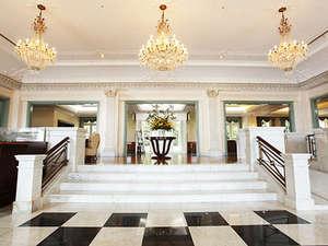 ウォーターマークホテル長崎ハウステンボス:モダンヨーロピアンスタイルのホテルロビー