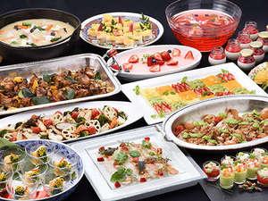 ウォーターマークホテル長崎ハウステンボス:【新春ディナー】新しい春を迎えるにふさわしい、カラフルで華やかなお料理が並びます。