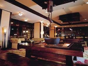 下呂温泉 下呂ロイヤルホテル雅亭:▲ロビーに大きな囲炉裏が二つ完成しました。ぜひ飛騨の雰囲気をお楽しみください