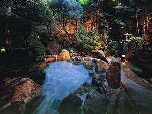 下呂温泉 下呂ロイヤルホテル雅亭:▲庭園貸切露天風呂 (下呂温泉では数少ない温泉を利用した貸切露天風呂となります)