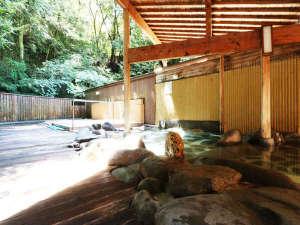 奥山鹿温泉旅館:【大浴場露天】緑に囲まれた開放感のある露天風呂♪