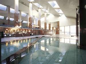 湯元第二名水亭:大浴場は総御影造りです。広い温泉が心も体もホッと和ませます。