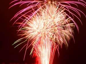 湯元第二名水亭:北湯沢冬の満天花火開催:12/23~1/9迄 1日1発だけハートの花火が上がります。