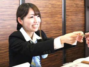 ホテルウィングインターナショナル出水:【フロントスタッフ】 笑顔でお出迎えいたします♪