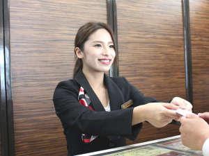 ホテルウィングインターナショナル出水:【フロントスタッフ】 元気と笑顔でおもてなしいたします♪