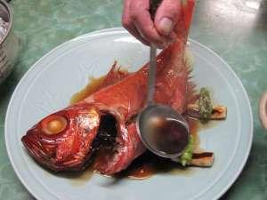 温泉民宿こまどり荘:1キロ以上の金目をこつこつ、じっくり甘醤油煮込む。美味しい!