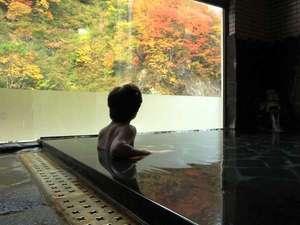 切明リバーサイドハウス:紅葉を楽しみながら のんび~りと