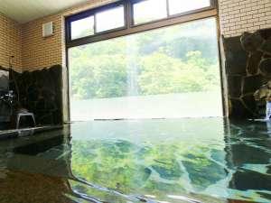 切明リバーサイドハウス:大きな窓から中津川渓谷と夫婦岩が見えます。