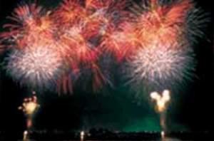 諏訪湖の花火より8月毎晩あがります