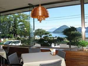 ペンションおおの:洞爺湖を一望できるレストラン