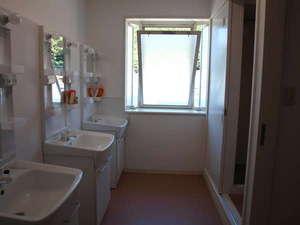Bay Side Inn 串本館:男女別共用の洗面&シャワールーム