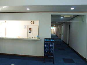 Bay Side Inn 串本館:フロントサービスは御座いません。鍵をカウンターにご用意しております。