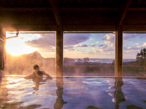 宇川温泉 よし野の里:心も体も癒される自然豊かな温泉。日々の喧騒から離れ、ゆっくりした時間を体感してください。