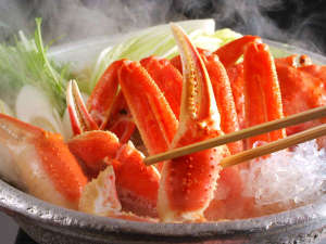 宇川温泉 よし野の里:11月~3月末までは、お部屋でセルフで楽しむ「カニ鍋」のオプション夕食付きプランが好評です♪