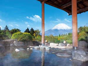 富士山を一望できる宿 ホテルグリーンプラザ箱根:富士山を望む絶景露天!四季折々、表情を変える富士山を是非お楽しみください。